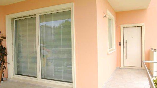 Infissi in pvc finestre persiane porte e serramenti - Porte e finestre pvc ...